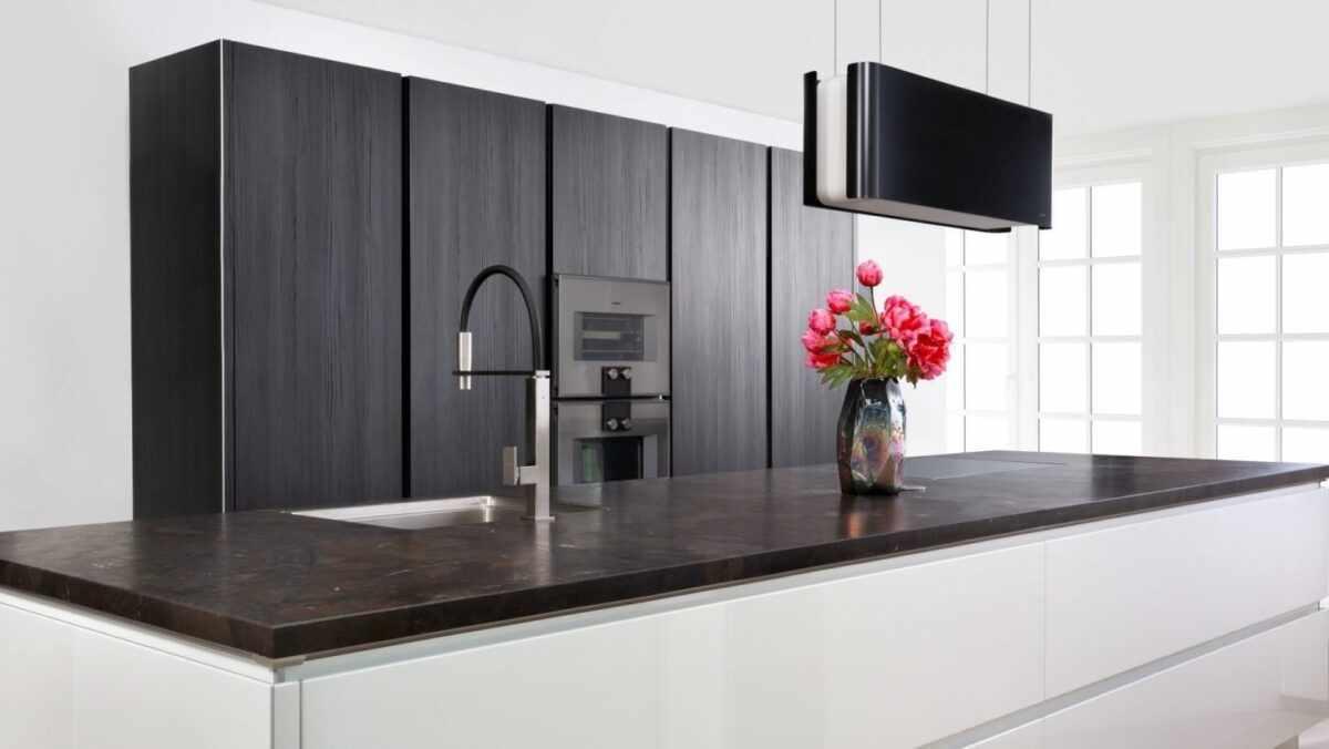 zwart-witte keuken